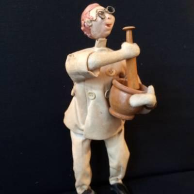 poupée pharmacien années 50