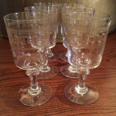 six verres soufflés