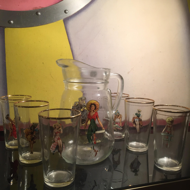 verres et carafes pin-up